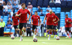 MANCHESTER, ENGLAND - SEPTEMBER 18: Che Adams of Southampton warms up ahead of the Premier League match between Manchester City and Southampton at Etihad Stadium on September 18, 2021 in Manchester, England. (Photo by Matt Watson/Southampton FC via Getty Images)